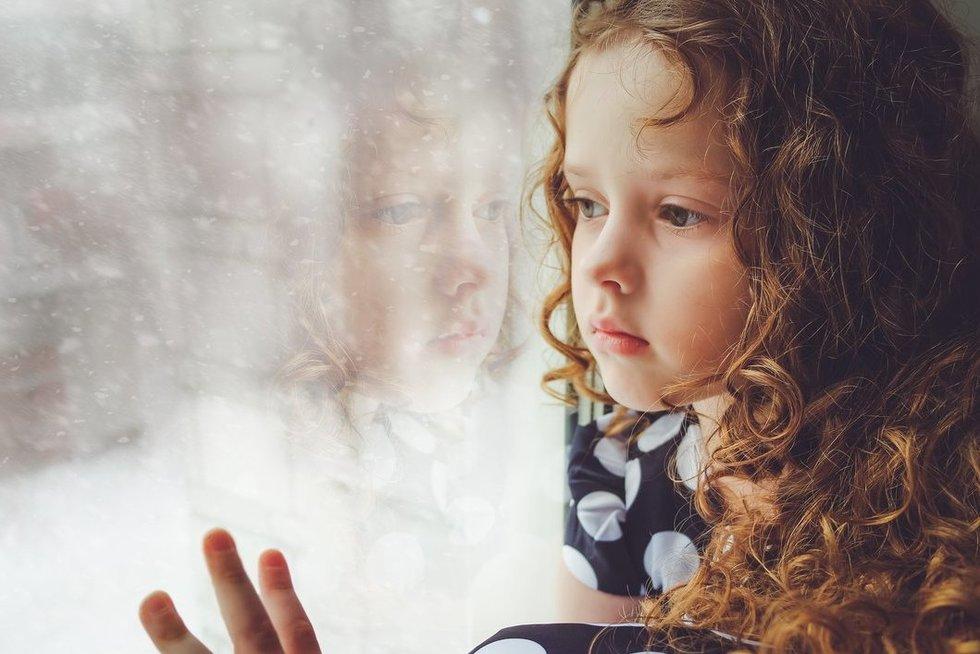 Liūdnas vaikas (nuotr. 123rf.com)