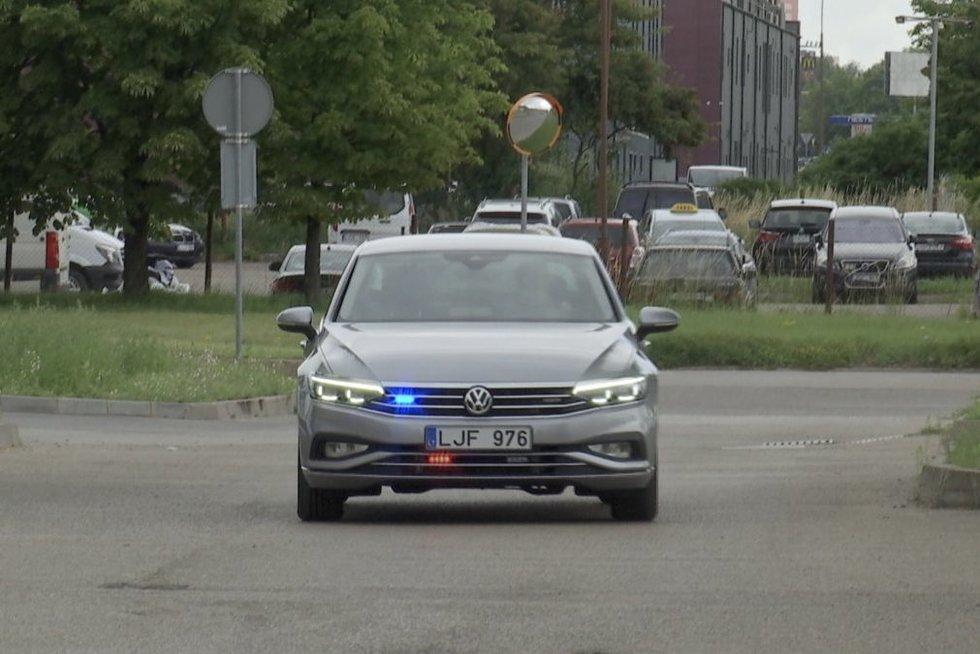 Kauno policija pristatė naują ginklą kovoje su greičio megėjais ir pažeidėjais (nuotr. stop kadras)