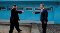 Pasaulis akylai stebėjo Kim Jong Uno ir Moon Jae-ino susitikimą (nuotr. SCANPIX)