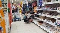 Mokyklinių prekių išpardavimas (nuotr. Raimundo Maslausko)
