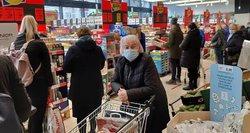 Didieji prekybos tinklai per Kalėdas nedirbs, todėl riboja srautus, prašo apsipirkti po vieną