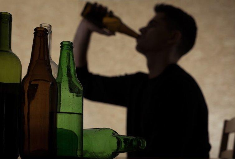 Alkoholizmas  (nuotr. 123rf.com)