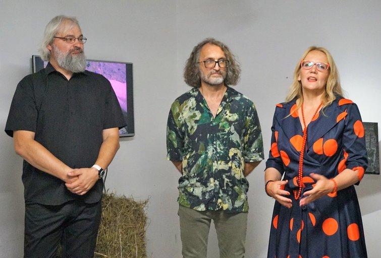 Parodą pristato aktorius Darius Rakauskas, fotomenininkas Kęstutis Urbonas ir kompozitorė Snieguolė Dikčiūtė. Aldonos Milieškienės nuotr.