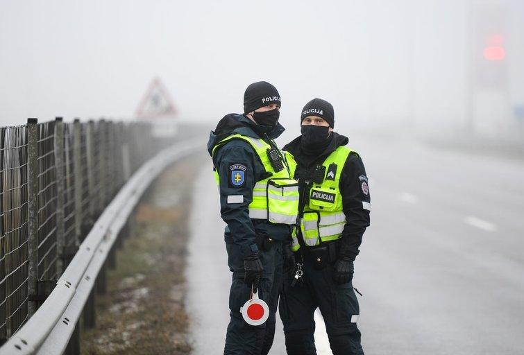 Policijos kontrolės postas (nuotr. Fotodiena/Justino Auškelio)
