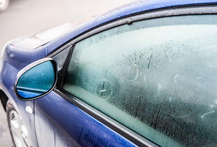 Užrasoję automobilio stiklai  (nuotr. Shutterstock.com)