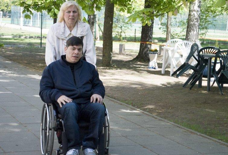 Andžejus Matusevič su mama Leonarda. Lietuvos žmonių su negalia sąjungos archyvo nuotr.