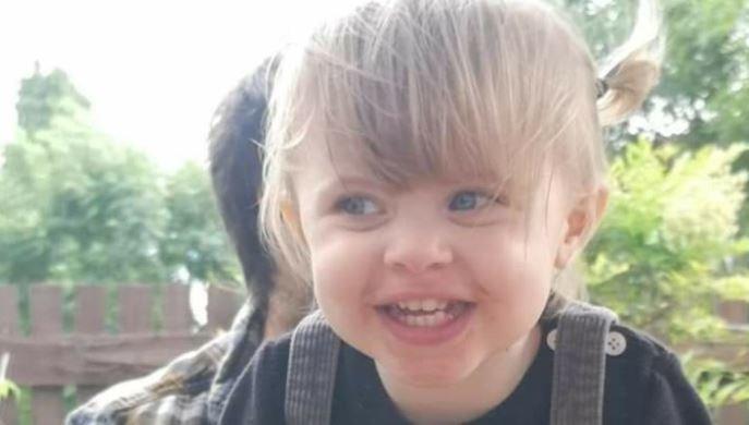 Po greitos ligos mirusios mažos mergaitės mama nevilties apimta savo prarastai dukrai dedikavo įrašą feisbuke