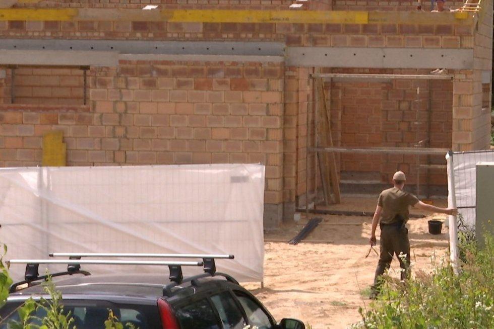 D.Grybauskaitės namas auga kaip ant mielių (nuotr. TV3)