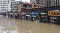 Potvynių ir tornadų talžomoje Kinijoje aukų skaičius išaugo iki 35 (nuotr. stop kadras)
