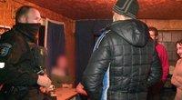 Farai. Naktį vaikus aplankyti panorusiam vyrui kelią pastojo uošviai – teko įsikišti pareigūnams (nuotr. stop kadras)