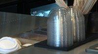 Prekybos centruose nebelieka vasaros iškilų metu itin populiarių plastikinių indų (nuotr. TV3)
