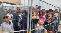 Migrantai pasienio užkardose (nuotr. Raimundo Maslausko)