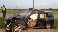 "Per avariją sudaužytas ""Mercedes-Benz"": vairuotoja ištikta komos (nuotr. Policijos)"