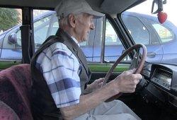 Gyventojai tikina, kad vyresniems vairuotojams reikėtų dažniau tikrintis sveikatą arba iš viso nebevairuoti