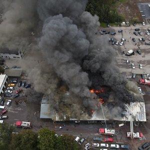 Didelis gaisras Utenoje: gyventojų prašoma likti namuose, užsidaryti langus