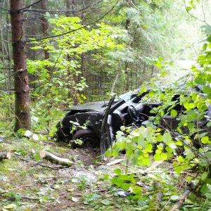 Trakų rajone iš apvirtusio automobilio gelbėtojai vadavo merginą