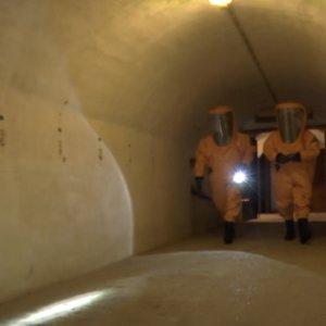 Kauno ir Marijampolės ugniagesiai treniravosi: gelbėjo nukentėjusįjį iš patalpų, kuriose pasklidusi radiacija
