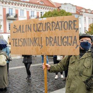 Vilniuje vykusiame proteste – reikalavimai valdantiesiems: atšaukti ekstremalią situaciją ir testavimą