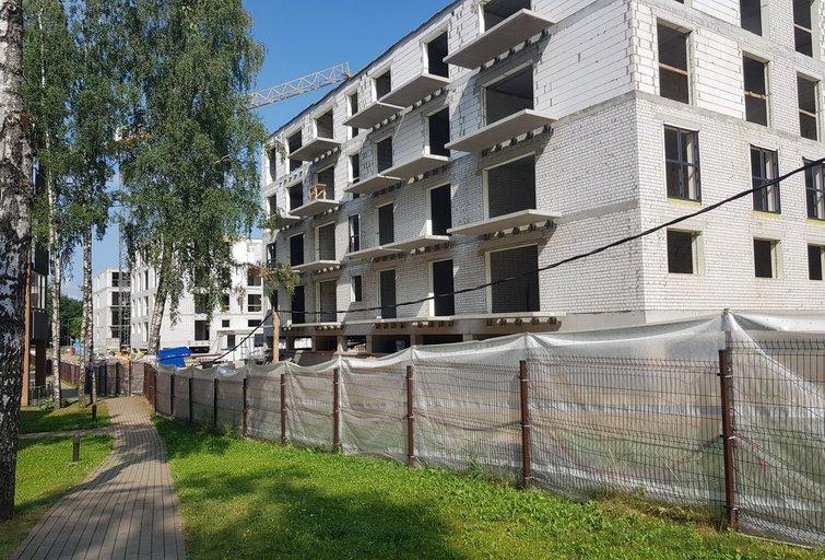 """Stebisi naujai statomais daugiabučiais: taip lipdomi """"šiuolaikiniai frankenšteinai""""? (nuotr. skaitytojo)"""