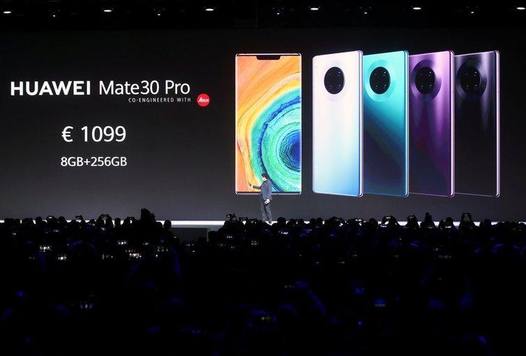 """""""Huawei"""" naujuosiuose išmaniuosiuose telefonuose neliko """"Google"""" programėlių (nuotr. SCANPIX)"""