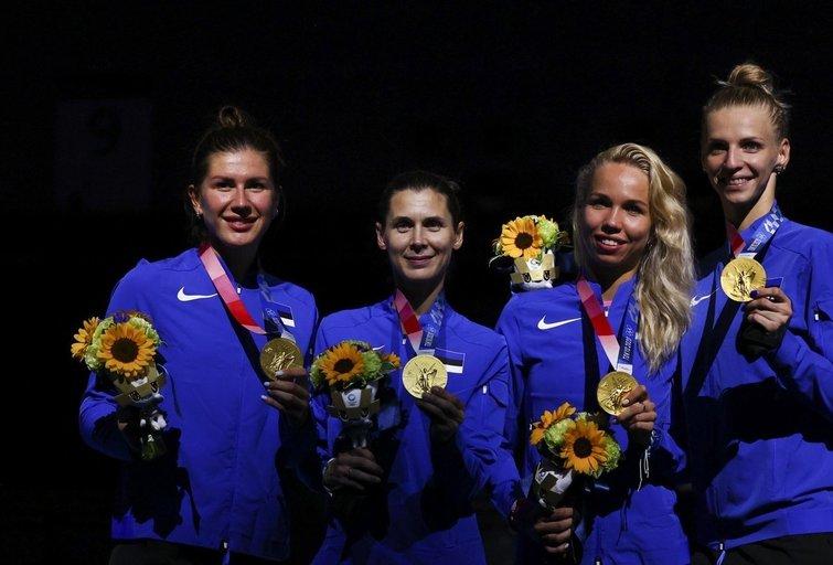 Estijos moterų fechtavimo rinktinė iškovojo auksą. (nuotr. SCANPIX)