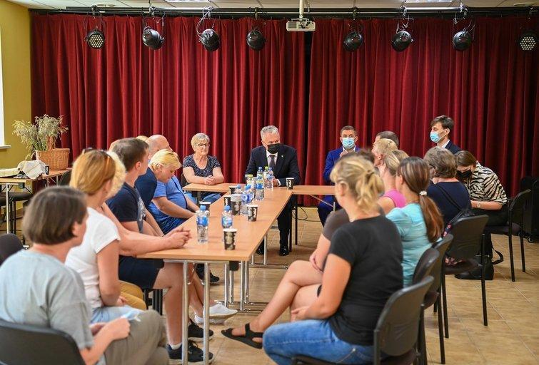 """Nausėda susitiko su Dieveniškių gyventojais: """"Tai visos Lietuvos problema"""""""