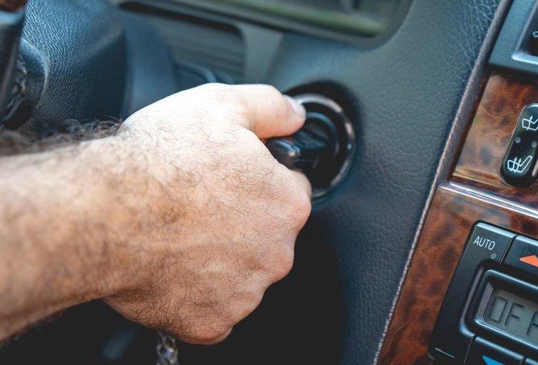 Automobilio rakteliai (nuotr. 123rf.com)