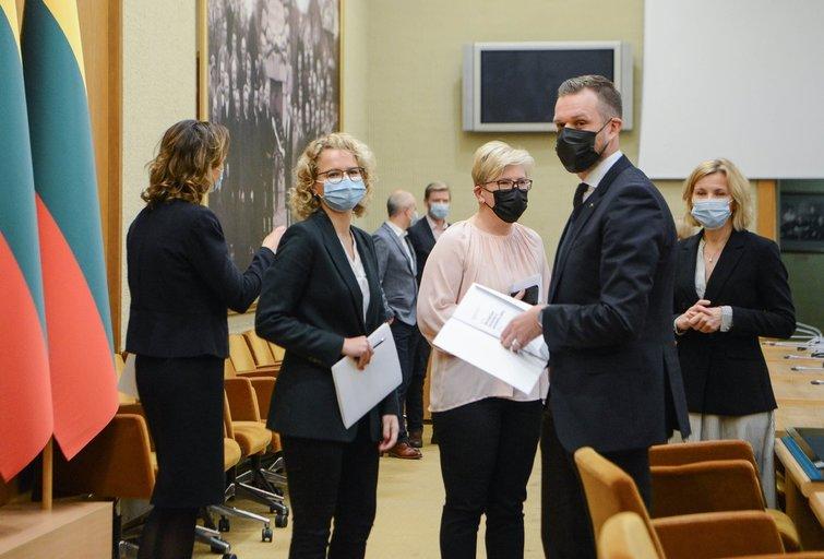 Aušrinė Armonaitė, Ingrida Šimonytė, Gabrielius Landsbergis (nuotr. Fotodiena/Justino Auškelio)
