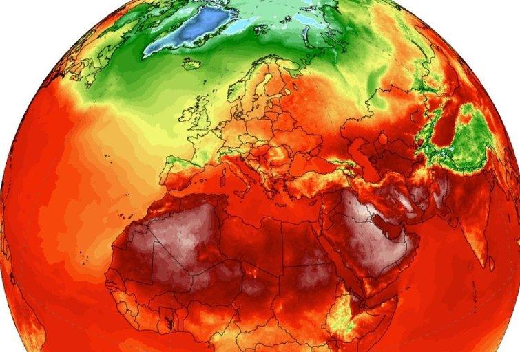 oro temperatūra 2 metrų nuo žemės aukštyje. Raudona spalva yra +30 laipsnių (nuotr. Climate Reanalyzer / Climate Change Institute, University of Maine, USA) (nuotr. Gamintojo)