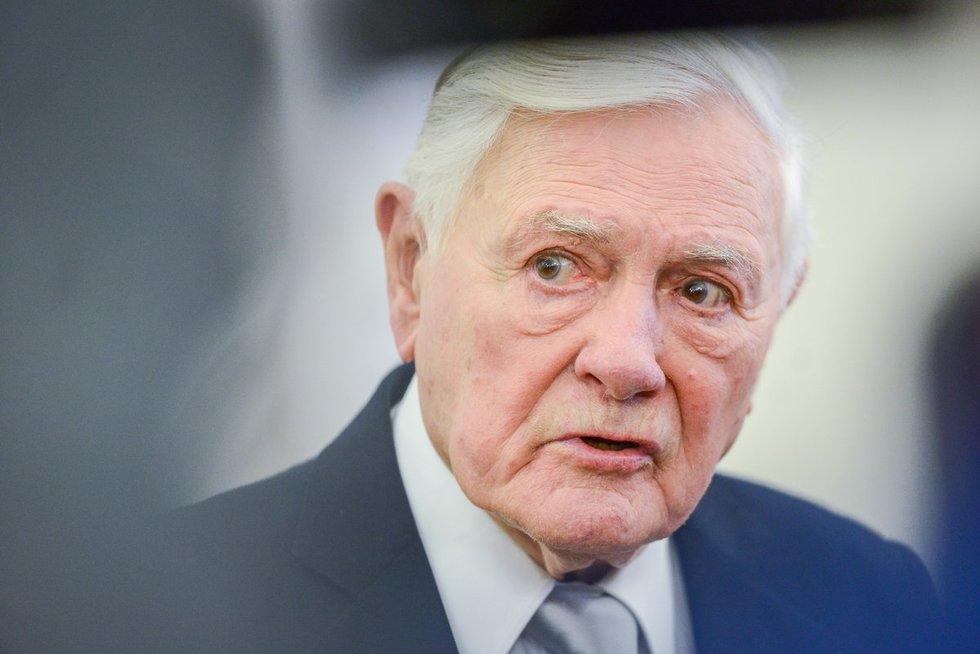 V. Adamkui įteiktas Lenkijos prezidento L. Kaczynskio apdovanojimas