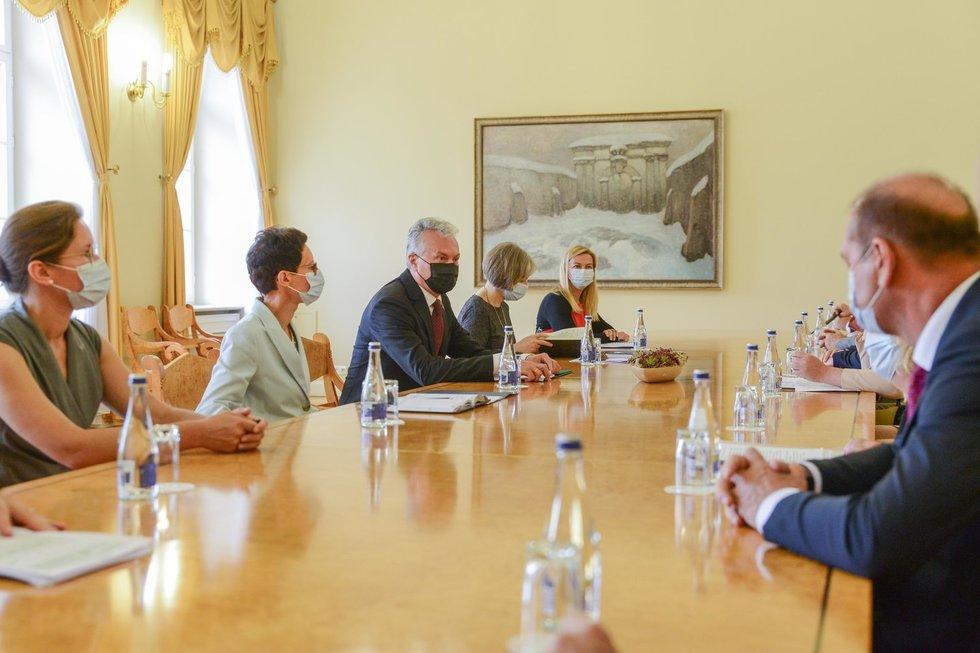 Prezidentas susitinka su parlamentinių partijų lyderiais ir Ministre Pirmininke Ingrida Šimonyte