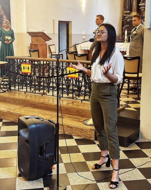 Vestuvėse ir krikštynose dainuojanti Gabija Kardauskaitė