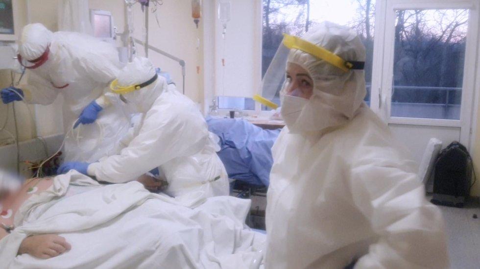 """Trūksta ne tik lovų, bet ir medikų: """"Žmogiškieji išteklių rezervai irgi yra išsekę"""""""