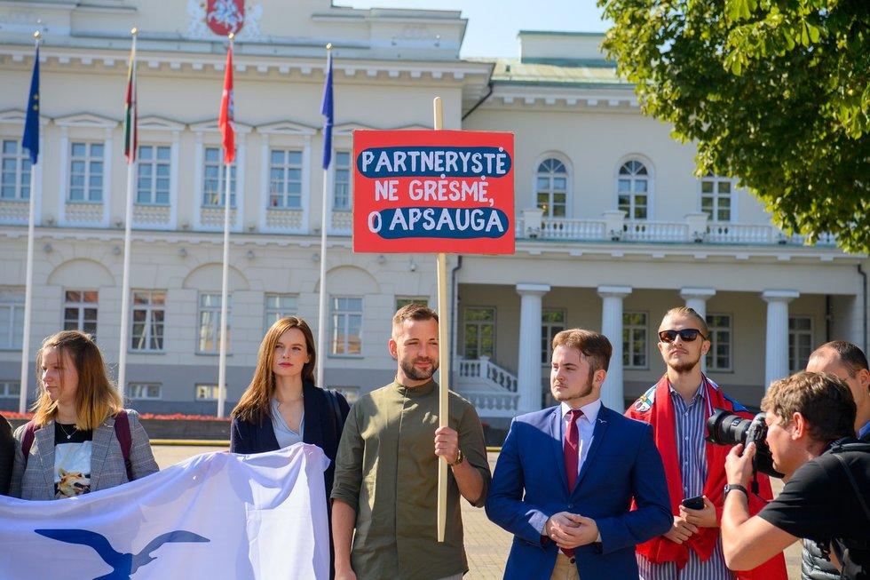 Liberalaus jaunimo protestas prie Prezidentūros