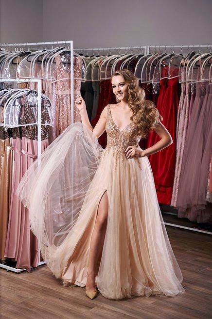 """Pamačius pusseserės vestuvinę suknelę šiaulietę net supykino: """"Iš kur ši bjauri mada?"""""""