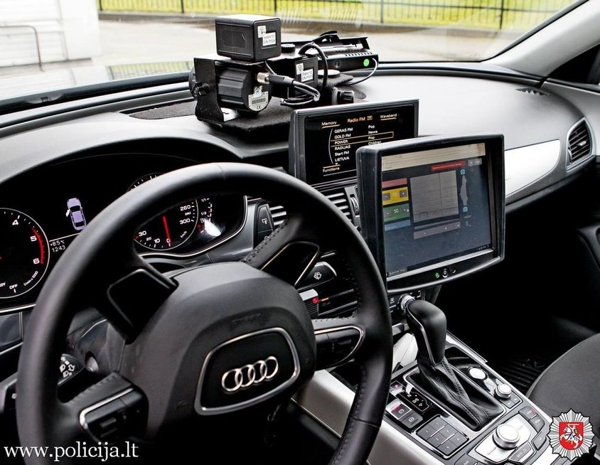 "policijos nežymėtas automobilis ""Audi A6 Quattro"""