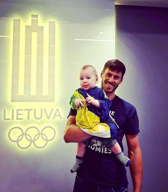 Juozas Bernotas su sūnumi Viesulu