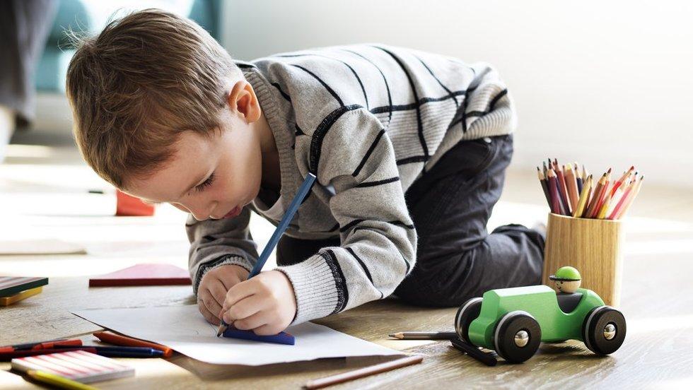 Piešiantis vaikas