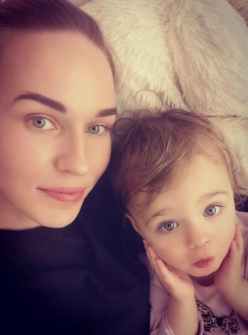 Birutė Navickaitė ir dukrelė