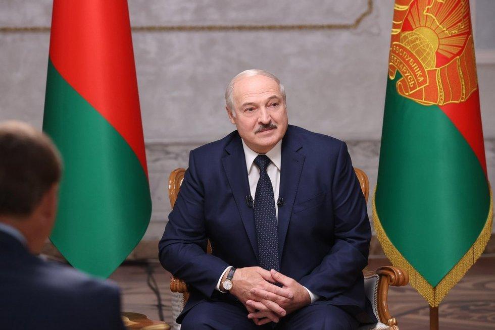 Lukašenka: jeigu aš pasitrauksiu, mano šalininkus išskers! (nuotr. SCANPIX)