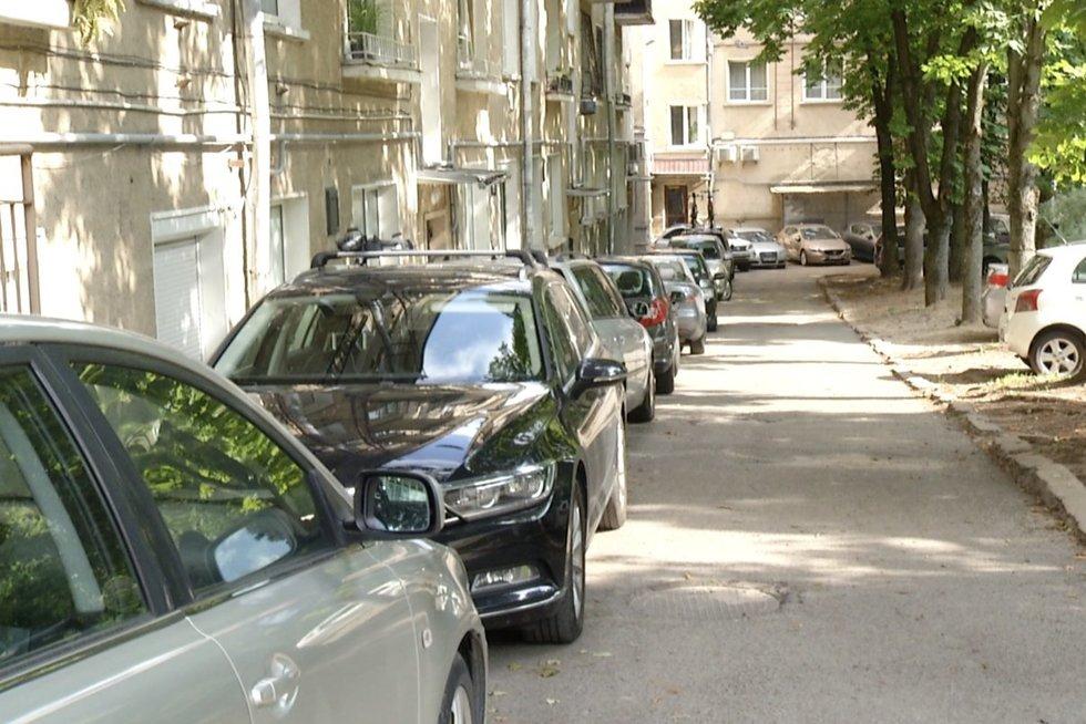 Brangstant butams, mažės ir parkavimo vietų: vadina tai savivaldybės tarnavimu verslui (nuotr. stop kadras)