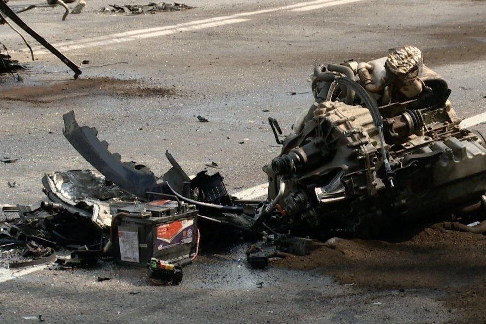 """""""Via Baltica"""" avarijos detalės: po smūgio išskriejo mašinos variklis (nuotr. stop kadras)"""
