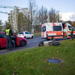Vilniuje susidūrė automobilis ir motoroleris