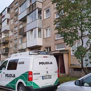 Apie Kaune už sienos rastą negyvą porą prabilo kaimynai: nesigirdėjo jokio triukšmo