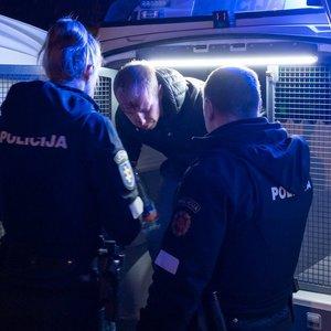 Vilniuje girtas vairuotojas rėžėsi į automobilius ir bandė pasprukti