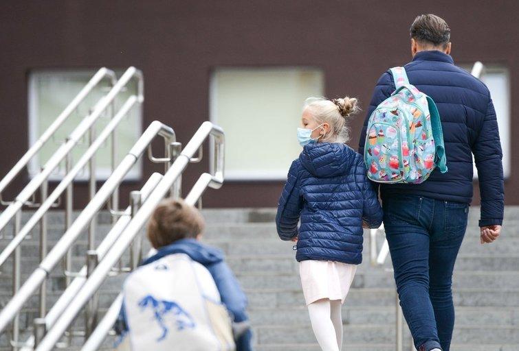 Moksleivių saviizoliacija: kada ir kokios išmokos priklauso jų tėvams? (nuotr. Fotodiena/Justino Auškelio)