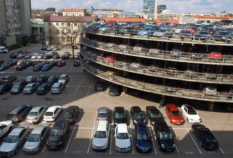 Automobiliai  (Tomas Lukšys/Fotobankas)