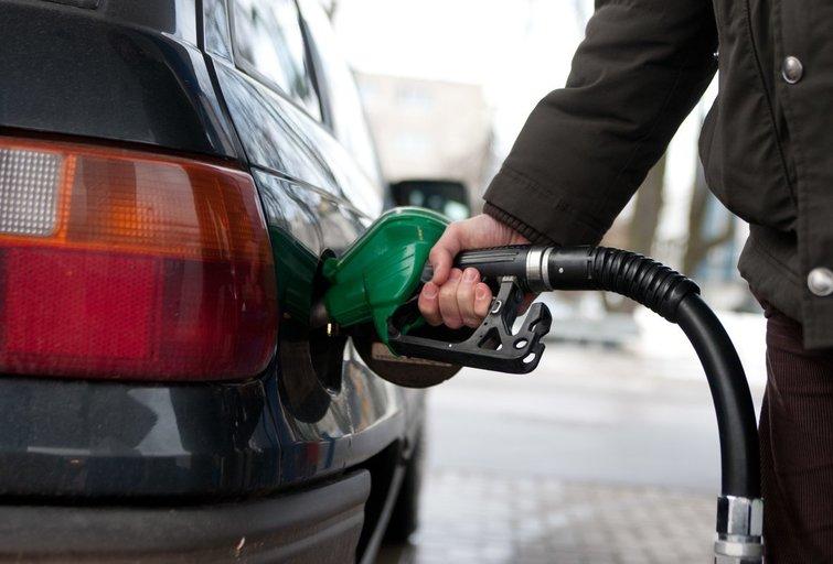Planuoja didinti degalų kainas (Fotobankas)