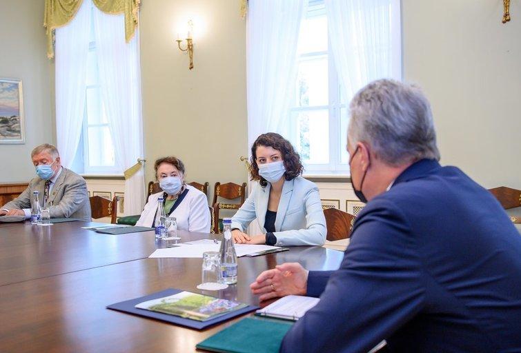G. Nausėda susitiko su ministre M. Navickiene, senjorus vienijančių organizacijų atstovais, G. Makaravičiene (nuotr. Roberto Dačkaus)