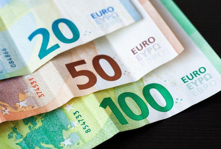 Eurai, pinigai (nuotr. Luko Varanausko/Fotodiena.lt)